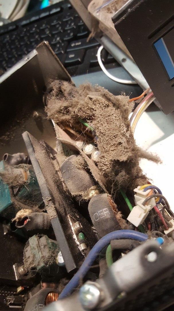 Чистка компьютера, липкая пыль, курения кальяна
