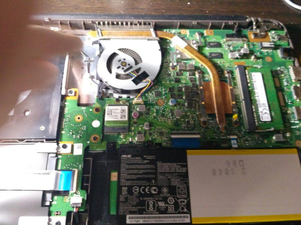 Ноутбук Asus 556U,разборка и чистка ноутбука Asus 556U, замена термопасты, потайные болты