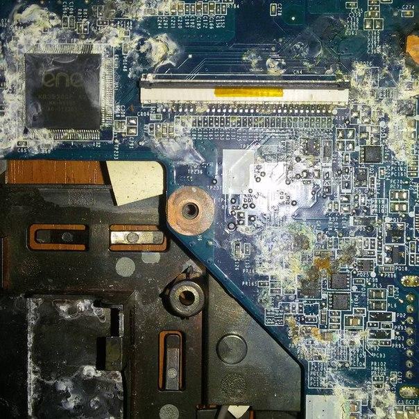 Ноутбук после залития и чистки